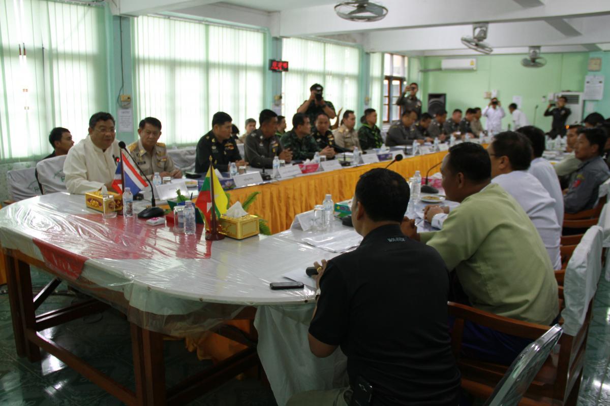 ผู้ว่าฯตาก หารือ ผู้ว่าฯเมียวดี กรณีการเดินทางกลับประเทศของแรงงานชาวเมียนมา หลังจากที่ประเทศไทย ประกาศ พ.ร.ก. การบริหารจัดการการทำงานของคนต่างด้าว พ.ศ. 2560 ยืนยันให้เมียนมาเชื่อมั่นในการปฎิบัติหน้าที่ของทุกฝ่าย พร้อมให้ความร่วมมือดูแลอำนวยความสะดวกด้วยใจ
